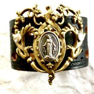 Leathercuff, Miraculous Mary (medium)